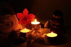 根据蜡烛的温泉 免版税库存图片