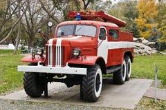 根据ZIL-157的消防队员汽车 库存图片