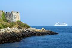 根西岛城堡短号巡航划线员离去 库存图片