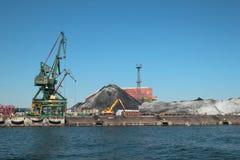 格丁尼亚港的煤炭终端  免版税库存照片