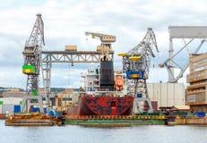 格丁尼亚 在船坞的货船 免版税库存图片