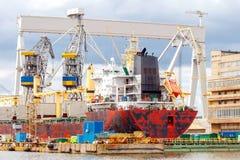 格丁尼亚 在船坞的货船 免版税图库摄影