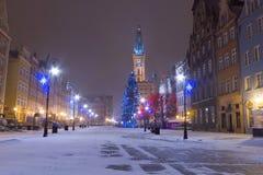格但斯克老城镇冬天风景的与圣诞树 库存照片