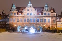 格但斯克老城镇绿色门冬天风景的 免版税库存照片