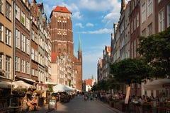 格但斯克,波兰- 2014年6月07日:圣玛丽` s教会的看法从Piwna街道的 免版税库存照片