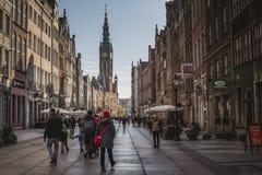 格但斯克,波兰- 2016年10月13日:在老t的长的车道街道 图库摄影