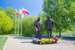 格但斯克,波兰- 2017年5月22日:教宗若望保禄二世和罗纳德Regan总统的罗纳德Regan公园的纪念碑在格但斯克Przymorze 库存图片