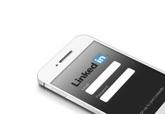 格但斯克,波兰- 2015年3月2日:有linkedin的白色手机 库存图片
