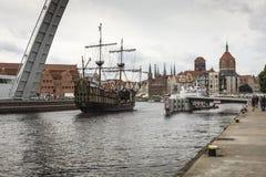 格但斯克,波兰- 8月04,2017 :在MotÅ 'awa河的都市风景 库存图片