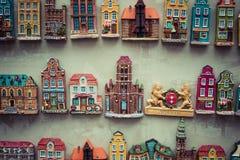 格但斯克,波兰- 8月04,2017 :城市的纪念品磁铁 库存图片