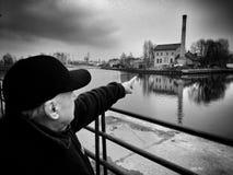 格但斯克,观光老的镇 在黑白的艺术性的神色 免版税库存照片