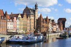 格但斯克,长的堤防街道,格但斯克,波兰中世纪口岸起重机  免版税库存照片