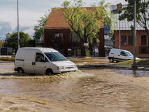 格但斯克- 7月15 :在大雨以后的被充斥的街道 免版税库存图片