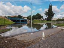 格但斯克- 7月15 :在大雨以后的被充斥的街道 库存照片
