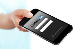 格但斯克-波兰, 2014年9月19日 拿着聪明的电话wi的手 库存照片