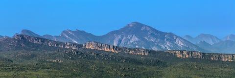 格兰坪国家公园的青山和峭壁全景 库存照片