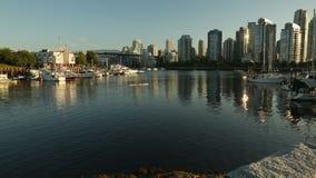 格兰维尔海岛小游艇船坞和皮船移动式摄影车射击,温哥华 免版税库存图片