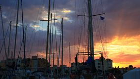 格吕伊桑游船和港时间间隔日落的在奥德省,法国 股票录像