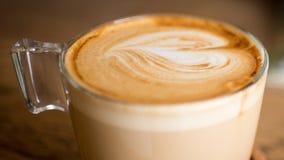 16:9格式平的加奶咖啡 库存照片