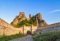 贝洛格拉奇克堡垒入口和岩石 免版税库存图片