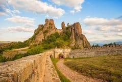 贝洛格拉奇克堡垒入口和岩石 库存照片