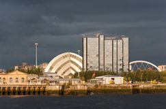 格拉斯哥地标河沿苏格兰日落 免版税库存照片