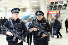 格拉斯哥机场武装的警察 免版税库存图片