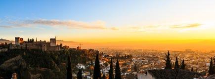 格拉纳达阿尔罕布拉全景从Mirador de圣尼古拉斯早晨,安达卢西亚西班牙的 免版税库存照片