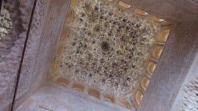 格拉纳达,安达卢西亚,西班牙- 2016年4月17日:阿尔罕布拉宫位于格拉纳达的宫殿和堡垒复合体 股票录像