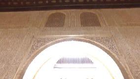 格拉纳达,安达卢西亚,西班牙- 2016年4月17日:阿尔罕布拉宫位于格拉纳达的宫殿和堡垒复合体 股票视频