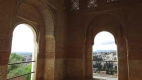格拉纳达,安达卢西亚,西班牙- 2016年4月17日:阿尔罕布拉宫和城市的全景 影视素材