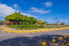 格拉纳达,尼加拉瓜, 2018年5月, 14日:一华美的公园ith的看法雕象纪念的弗朗西斯科Hern ndez de C rdoba, a 图库摄影