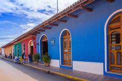 格拉纳达,尼加拉瓜, 2018年5月, 14日:五颜六色的房子行室外看法在dowtown的中心城市在格拉纳达 库存照片