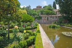 格拉纳达,西班牙- 2015年5月30日:阿尔罕布拉宫宫殿庭院  库存照片