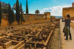 格拉纳达,西班牙- 5/6/18:古老老摩尔人/回教废墟在阿尔罕布拉 库存照片