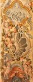 格拉纳达-与天使的巴洛克式的装饰在大教堂圣胡安de Dios的壁画和花 库存图片