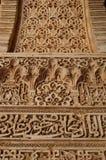 格拉纳达-阿尔罕布拉宫建筑细节-以伊斯兰教的书法为特色 免版税库存照片