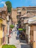 格拉达拉,佩萨罗乌尔比诺省的小镇,在意大利的马尔什地区 库存图片