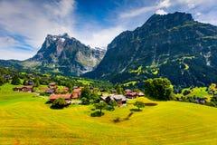 格林德瓦从cablewa的村庄谷五颜六色的早晨视图  免版税库存图片