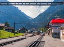 格林德瓦Grund火车站位于瑞士的Bernese Oberland地区 瑞士2018年7月 库存照片
