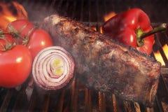 格栅烤肉取笑火焰胸肉木炭, XXXL 图库摄影