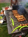 格栅BBQ吃烤肉的食物外面 库存图片