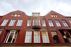 格罗宁根-在Brugstraat的砖瓦房门面 库存照片