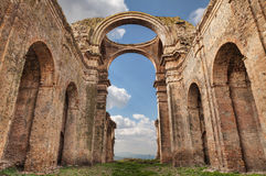 格罗托莱,马泰拉,巴斯利卡塔,意大利:古老ch的废墟 免版税库存照片