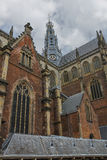 格罗特Kerk (Sint-Bavokerk)的钟楼在哈莱姆 免版税库存图片
