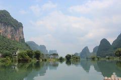 桂林的山和河 库存照片