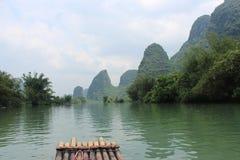 桂林的山和河 免版税库存图片