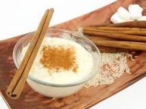 桂香乳脂状的布丁米 免版税库存照片