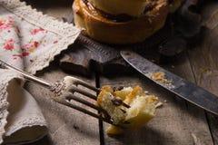 桂香小圆面包和葡萄干 免版税库存照片