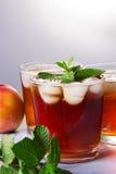 桃子冰了茶和薄菏 库存照片